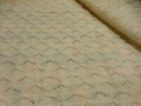 ancien plaid couverture de berçeau   vintage ,laine ,blanc cassé ,tres bon état