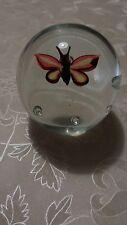 Alter ungewöhnlicher Briefbeschwerer Glaskugel Schmetterling