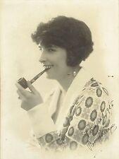 Henri Manuel ; Photo16,5x22cm ; Portrait modèle à la pipe dédicacé , vers 1925