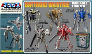 Macross Saga Retro Transformable Robot 1/100 Scale Valkyrie with Armor - New