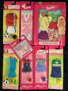 Mattel Barbie Fashion Gift Pack and 7 other clothes packs (Stacie/Skipper)