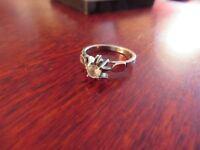 Eleganter 925 Silber Ring Solitär Zirkonia Klein Verzierungen glänzend brillant