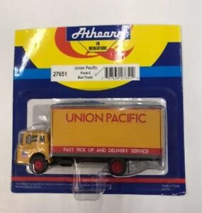 Athearn 27651 HO Union Pacific Ford-C Box Truck