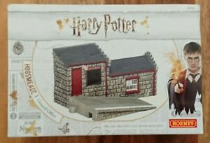 Hornby R7231 Harry Potter Hogsmeade General Office Painted Cast Resin Building