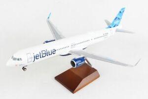 Skymarks Supreme JETBLUE A321NEOLR 1/100 W/WOOD STAND & GEAR SKR8426