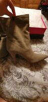 ✨New VINCE CAMUTO Bristol Suede Pointed Short Boots Foxy Womens Size 8.5M