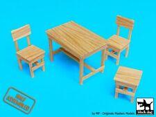 Black Dog 1/35 Wood Table w/2 Chairs & Stool [Half-Assembled] [MODEL KIT] W35004
