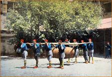 ORIENTALISME (TURQUIE)- POMPIERS TURCS & LEUR TONNEAU - Grande planche couleur