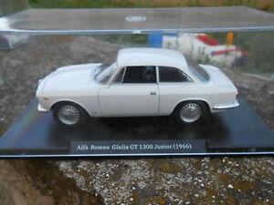 AUTO VINTAGE ALFA ROMEO GIULIA GT 1300 JUNIOR - 1966 -  SCALA 1/24