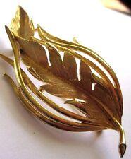 Superbe broche ancien bijou vintage signé LISNER rhodié couleur or ajouré 3499