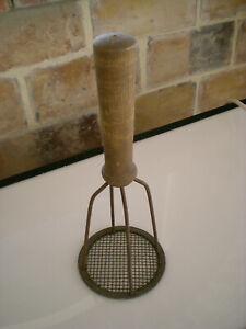 presse purée métal et bois d'origine, ancien