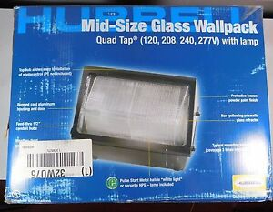 Hubbell Mid-Size Glass Wallpack WGH150S