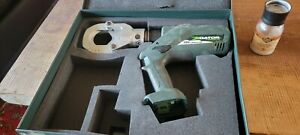 Greenlee Gator ESG50L Hydraulic Cable Cutter uses makita 18v 3amp batteries.