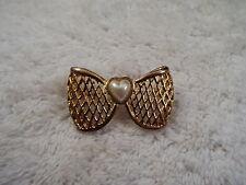 Goldtone Mesh Bow & White Heart Cabochon Pin (C23)