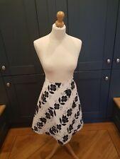 COAST ~ Ladies White / Black Floral Patterned A-Line Skirt ~ UK Size 10 ~ VGC