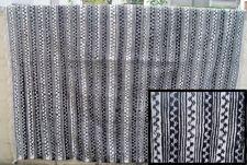 Superbe tapis avec décoration géométrique  => 2.20 x 2,10 (10b)