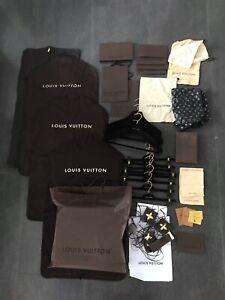 Louis Vuitton Konvolut Kleidersack Kleiderbügel S M L XL Herren Damen Jacke Hose