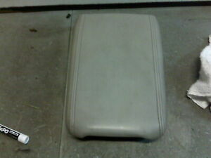 08 SATURN OUTLOOK GREY CENTER CONSOLE ARM RESTER LID