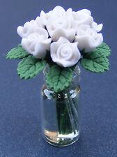 1:12 Scale Rosas Blancas En Un Frasco De Vidrio Florero muñeca casa miniatura Accesorio de jardín