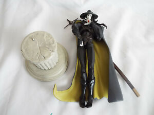 AUTHENTIC VAMPIRE D HUNTER FIGURE AS IS