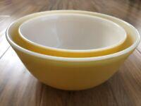 2 Vintage Pyrex Citrus Sunshine Yellow Mixing Bowls Nesting 402 403 1.5 & 2.5 Qt