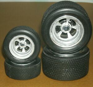 1/16 Scale Classic Treaded Asphalt Race Tire Set w/ 5-Spoke Drag Racing Rims