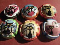 Série de  6 new  capsules de champagne  BOUVIER et fils, dessins de chats