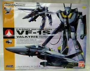 Bandai 1/72 VF-1S Valkyrie Roy Focker machine Macross Plastic Model