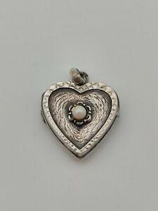 Ancien pendentif porte photo forme coeur en argent guilloché