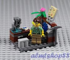 LEGO - Science Lab w/ Geologist & Microscope - Scientist Minifigure Rock 21110