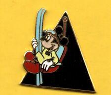 Pin's Lapel pin Pins BD DISNEY MICKEY avec skis et dans remonte siège enamel EGF