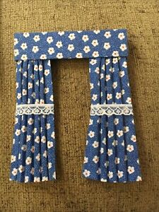Pretty 1/12 Scale Dolls House Curtains - Blue With White Daisy