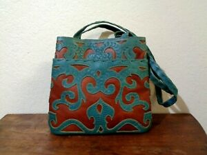 LABRADO LEATHER MADE IN PARAGUAY GREEN & BROWN LEATHER CUT OUT DESIGN PURSE