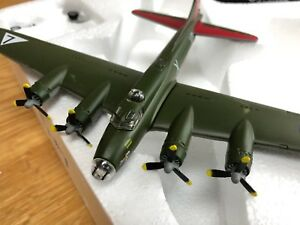 Atlas Editions 1/144 Scale Model Aeroplane 4 646 105 - B-17 Flying Fortress