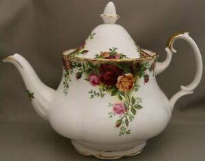 Royal Albert Tableware - Medium Size Teapot - 'Old Country Roses' - Holds 4 cups