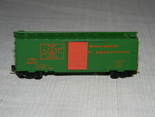 N Scale Kadee 20220 MAINE CENTRAL 40' Box Car #8247 The PINE TREE Route