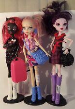 Monster High Ghoulebreties in Londoom. Viperine Elissabat Catty Noir. Clothes