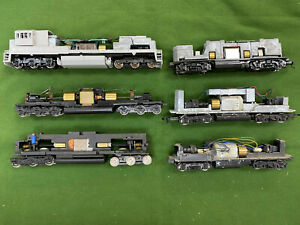 6 Athearn Lifelike Mantua HO Locomotive Frames with Motors for Parts or Repair.