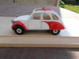CORGI CITREON 2CV DOLLY IN RED & WHITE-CHIPPED/USED