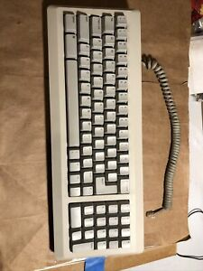 Apple Macintosh keyboard M0110A for 128/512/Plus with cable