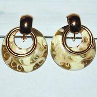 Vintage gold tone white clear swirl enamel drop hoop circle clip earrings 1980s