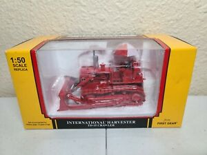 International IH TD-15 Crawler Dozer - Red - First Gear 1:50 Scale #50-3094 New!