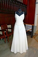 ELEGANT EX SAMPLE 3 PIECE WEDDING GOWN BY AMANDA WYATT 14 IVORY 70% OFF RRP