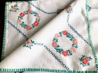 VINTAGE HAND EMBROIDERED WHITE LINEN TABLE CLOTH 33x32 INCHES