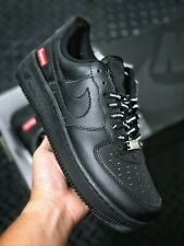Supreme x Nike Air Force 1 Low. Disponibili tutte le taglie.