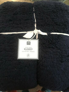 Pottery Barn Teen Cozy Bed Blanket Full/Queen Classic Navy Blue NEW