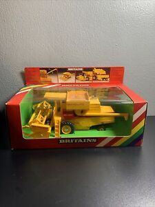 1/32 Britains New Holland TR85 TR-85 Combine Toy NIB
