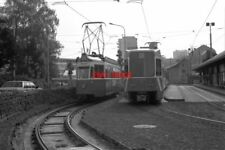 PHOTO  GENEVE TRAM 1988 TPG MOILLESULAZ TRAM NO 713 ON ROUTE 12 (+815 REAR)