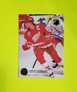 1993-94 Feuille Chapeau Tour Artistes #10 Steve Yzerman