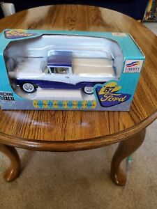 RARE NEW LIBERTY CLASSICS DIECAST 1957 FORD RANCHERO COURIER COIN BANK 57010
